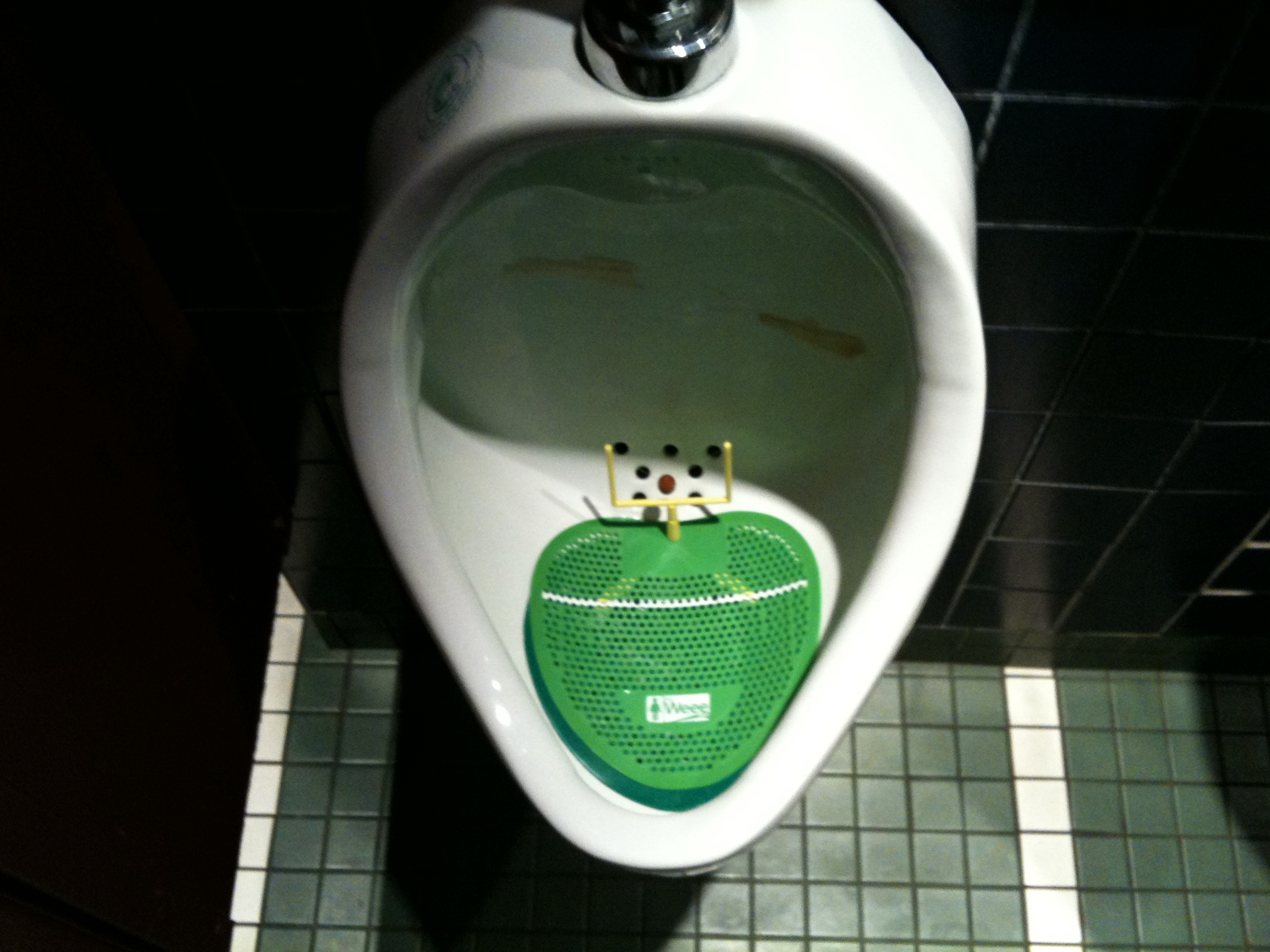 cage-aux-sports-urinal